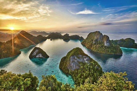 Raja Ampat Islands: Sunrise in Wayag Island, copyright by Ivan S Tjahja