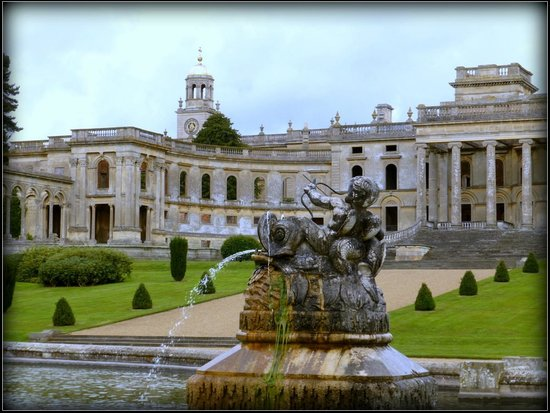 Witley Court & Gardens: On the hour the fountain displays for 15 minutes
