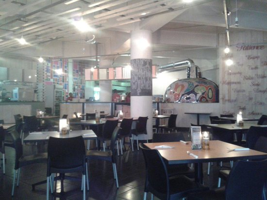Toni's Fully Furnished Pizza Co.: Warm and inviting
