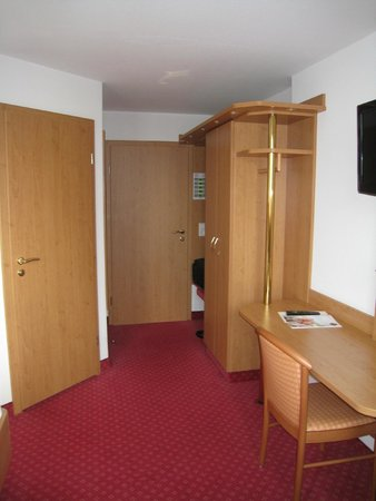 Hotel Hirsch : Newly Decorated and Carpeted Room