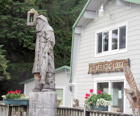 Silverking Lodge: Amazing Wood Carvings, Silver King Lodge, Ketchikan, Alaska