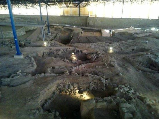 Museo y Parque Arqueologico Cueva Pintada : Interior del Museo, poblado aborigen