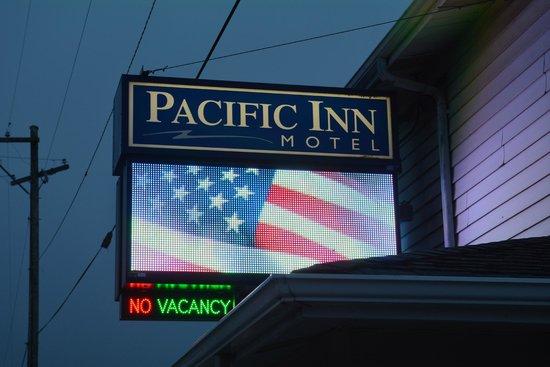 The Pacific Inn Motel: Insegna