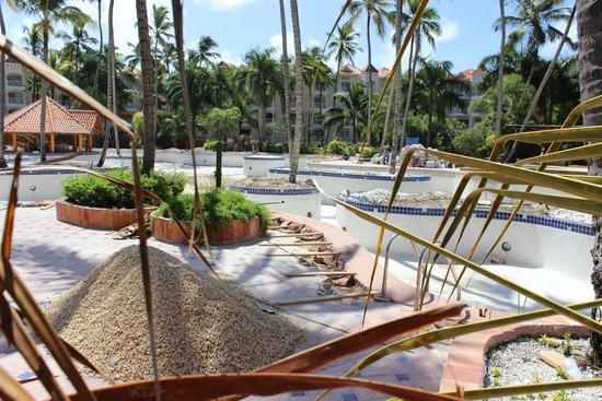 Occidental Caribe: main pool closed for repair until next summer 2015