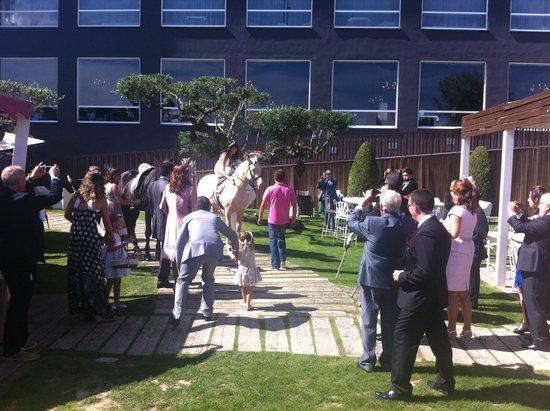 Bed4U Castejón : Llegada de la novia a caballo,muy bonito