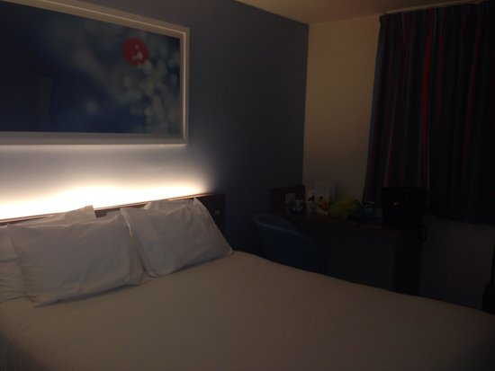 Travelodge Woking Central: Room
