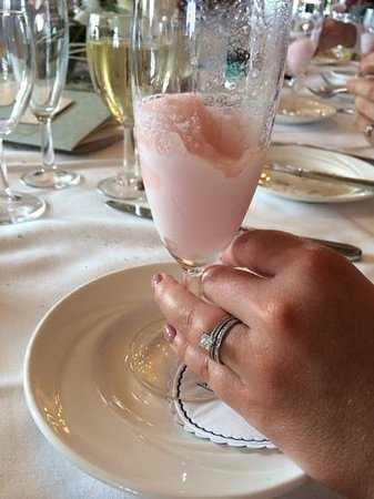 Eastwell Manor : The Champange Sorbet was lovely