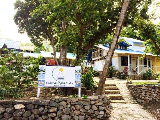 Cabanas Agua Dulce : Entrada hotel