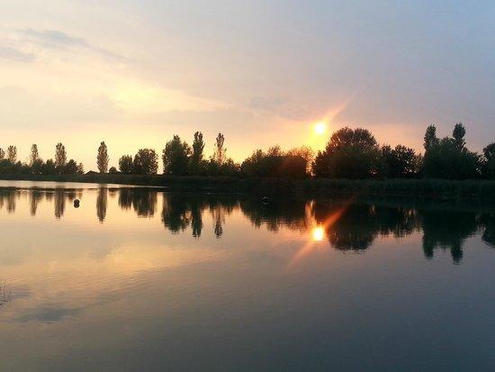 Agriturismo Ai due laghi del Verginese : tramonto sul lago Tramonto