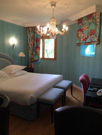Le Chateau de Beaulieu: Florida room:) no wireless and tiny windows