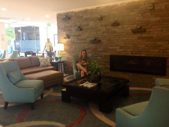 La Quinta Inn & Suites Santa Barbara: Sala de estar do lobby