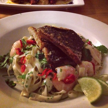 Jolly Jacks: Thai pasta with prawns and grey mullet...delicious!!