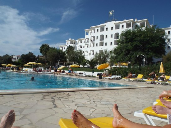 Vila Petra Aparthotel : View of hotel and pool