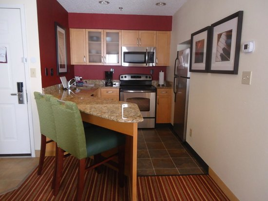 Residence Inn Montgomery : Kitchen in room