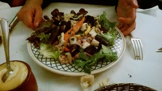 Eau de Folles: salade de gesiers jambon de pays ....
