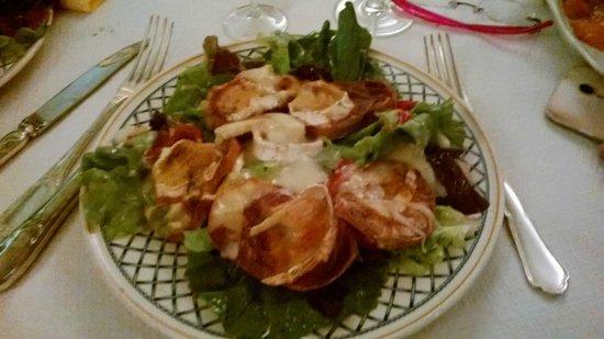 Eau de Folles: salade de chevre chaud