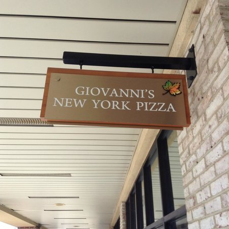 Giovanni's: Entrance