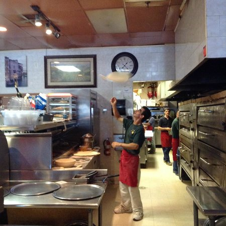 Giovanni's: Pizza production