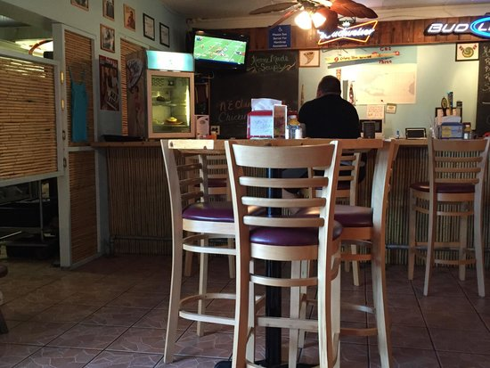 Category Three Bar & Grill: Great dinner on a quiet Sunday afternoon