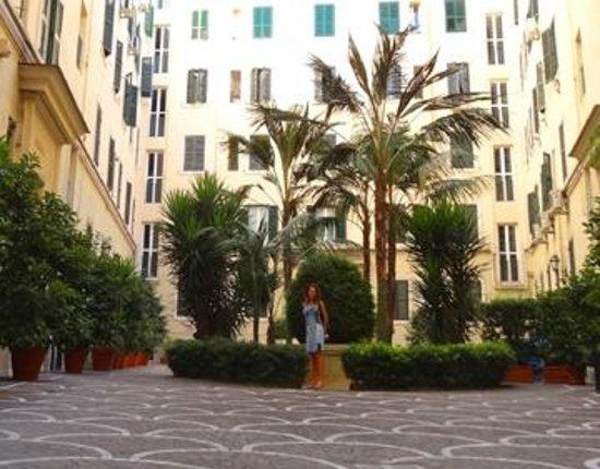 Vatican Paradise B&B: Courtyard