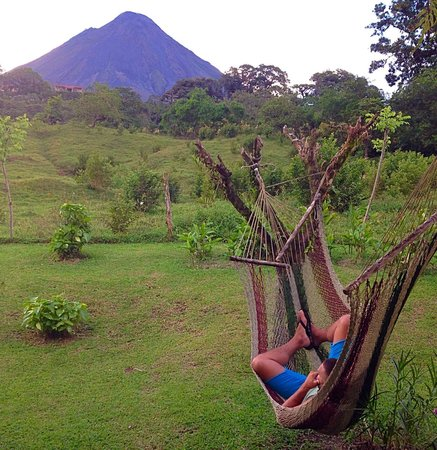 Erupciones Inn Bed & Breakfast: Hammocks for some volcano viewing