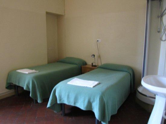 7 Santi Hostel: dormitorio