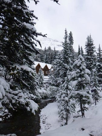 Skoki Lodge: Welcome sight on the way back from a hike