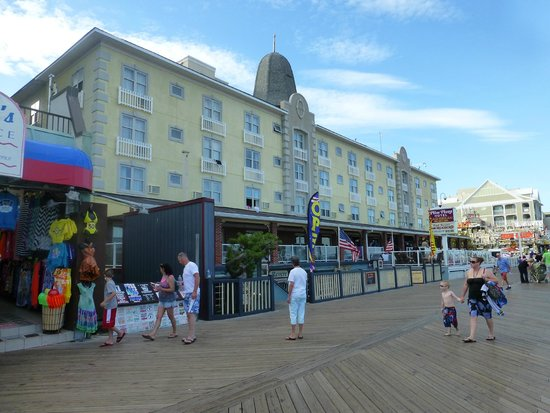 Plim Plaza Hotel: Front of hotel from Boardwalk