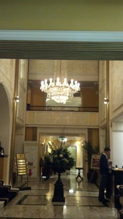 Imperial Hotel: Front lobby