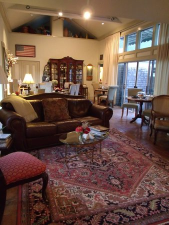 Brewster By The Sea : Inside the main living room