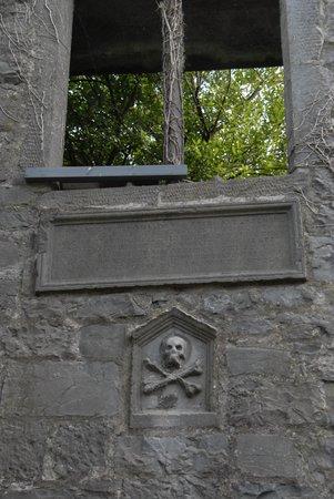 St. Nicholas' Collegiate Church: Figure on church outer wall