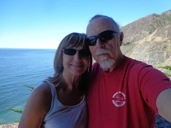 The Shelter Cove Oceanfront Inn: Sleepy & Kat on vacations along Nothern California Coast