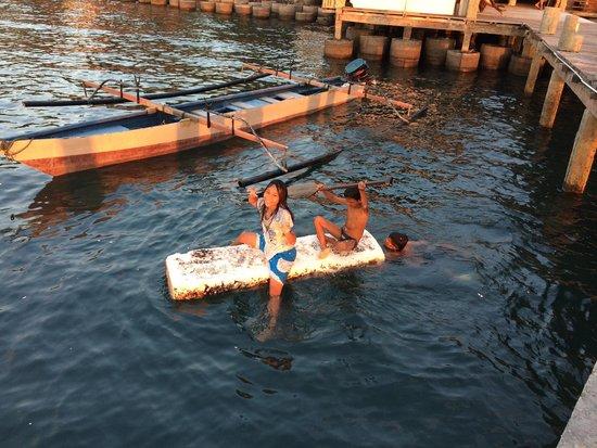 Cocotinos Manado : Local kids having fun