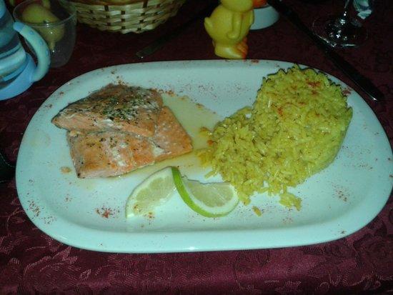 Antuquelen Hosteria Patagonica: Plato del chef Trucha con arroz