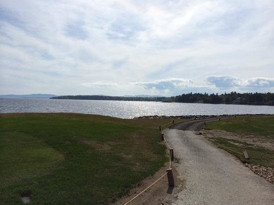 Bluff Point Golf Resort: path leading to par 3 fifth hole on Lake Champlain