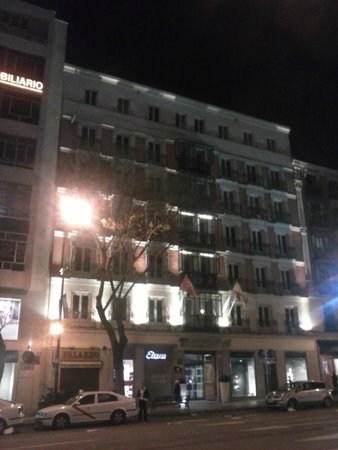 Catalonia Goya : Vista exterior del hotel.