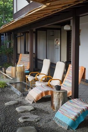 Ryokan Sugimoto: the patio with a feet onsen