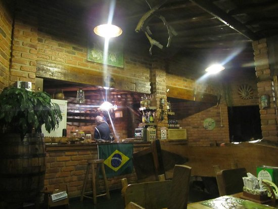 Pizzaria Serra Nostra: Balcão no interior.