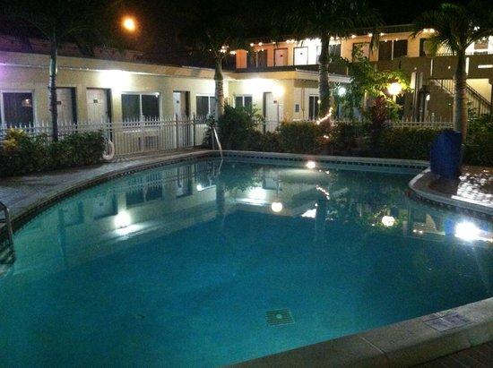 Curtis Inn: Nice area. 8ft. pool. Clean.