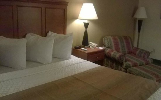 Best Western Classic Inn: Above average room in size and quality for a basic Best Western