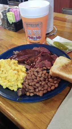 Pok-e-Jo's Smokehouse: sausage & brisket with mac n cheese and beans