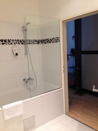 Pension a und a: bathroom