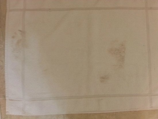 Villa West Motel: Dirty footprints from previous occupant