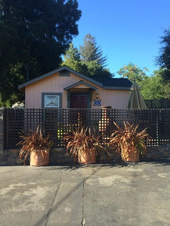 Sonoma's Best Guest Cottages: Our cottage - Winter Moon