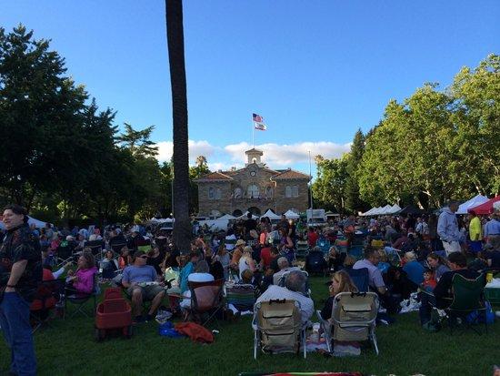 Sonoma's Best Guest Cottages: Sonoma Town Square Farmers Market