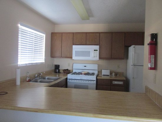 Sunnyvale Garden Suites Hotel - Joshua Tree National Park: Kitchen