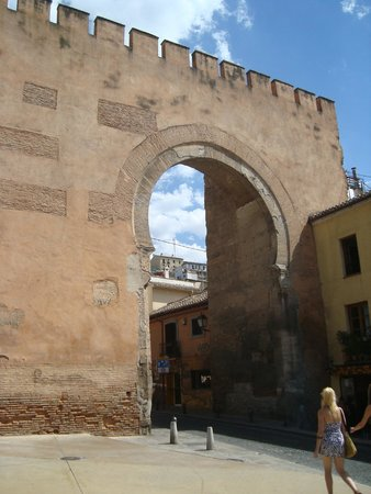 Puerta de Elvira : porta