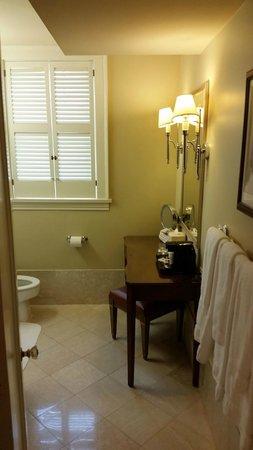 Warwick Melrose Hotel Dallas: Bathroom