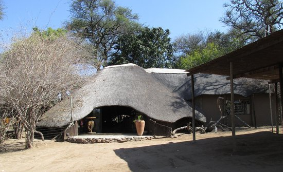 Elephant Valley Lodge: Entrance into check-in area.