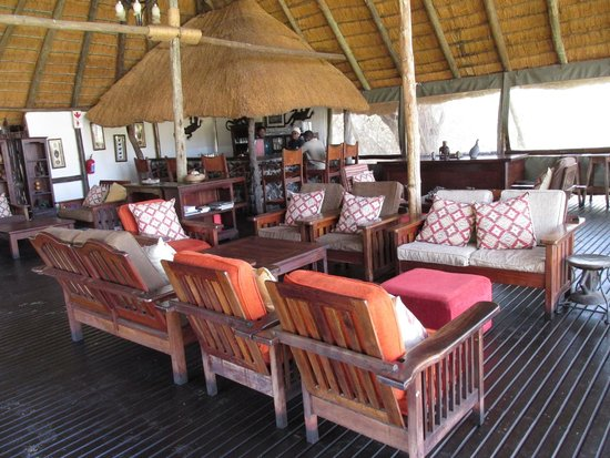Elephant Valley Lodge: Sitting in bar area with view of the watering hole and assortment of animals.